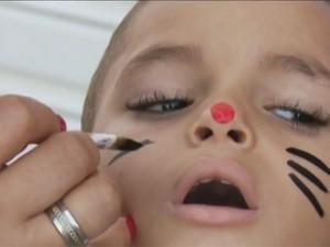 Além dos presentes, crianças encontram espaço para recreação (Foto: Reprodução/TV Globo)