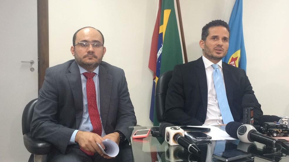Delegados da PF em entrevista coletiva em Maceió para detalhar Operação Bola Fora (Foto: Carolina Sanches/G1)