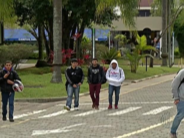 Universidade de Mogi decreta luto após mortes na Mogi-Bertioga (Foto: Reprodução/ TV Diário)