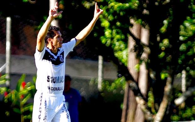 Magno Alves comemora gol do Ceará contra o Vitória (Foto: Felipe Oliveira / Agif)