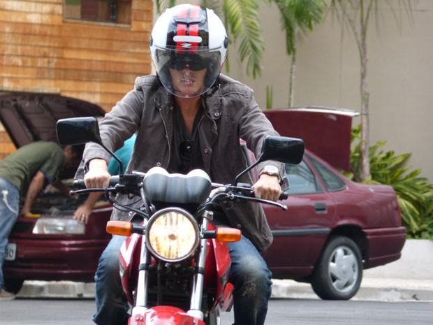 O ator viverá um motoqueiro na trama. Certamente muitas garotas ficarão aos seus pés (Foto: Malhação / Tv Globo)