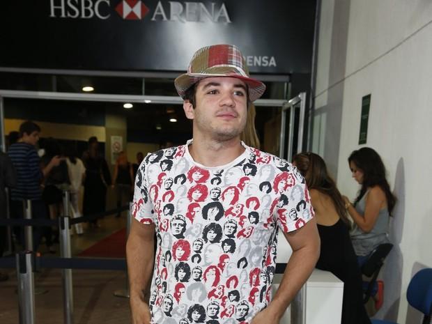 Thiago Mendonça em show no Rio (Foto: Felipe Panfili/ Ag. News)