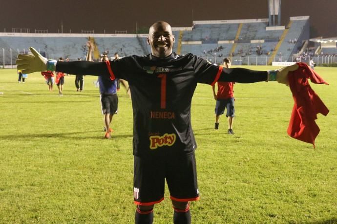 Neneca, goleiro do Botafogo-SP (Foto: Rogério Moroti / Agência Botafogo)
