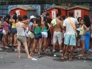 Em 2008, número de banheiros químicos causou filas e provocou reclamações (Foto: Alice Assumpção/G1)