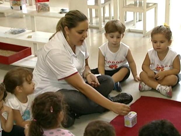 Escola de Cachoeiro, no Espírito Santo, dá aulas de educação financeira para crianças (Foto: Reprodução/TV Gazeta Sul)