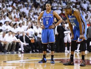 Russell Westbrook e Kevin Durant, Miami x Oklahoma (Foto: Agência EFE)