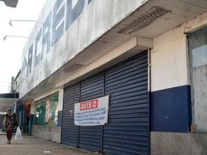 Lojas decidiram fechar no comércio de Macapá (Foto: Abinoan Santiago/G1)