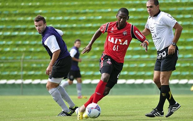 Atlético-PR e J.Malucelli empatam em 3 a 3 (Foto: Gustavo Oliveira / Site oficial do Atlético-PR)