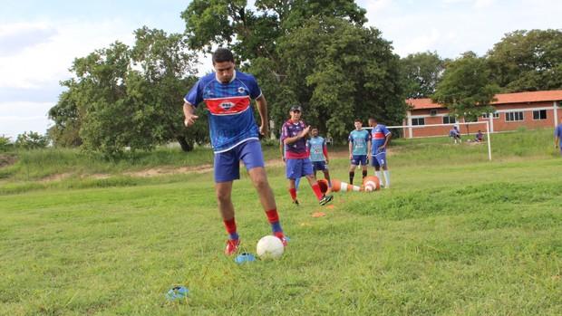 Darley, treino do Piauí (Foto: Wenner Tito)