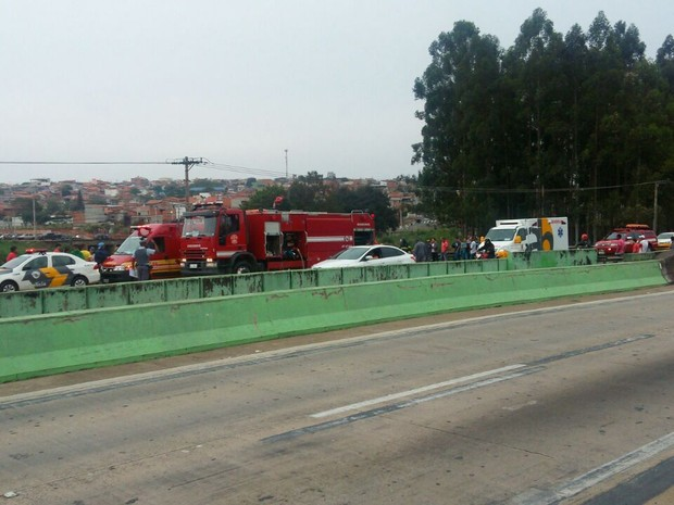 Acidente deixou três feridos na Rodovia Santos Dumont, neste domingo (Foto: Gustavo Turatti Paula)