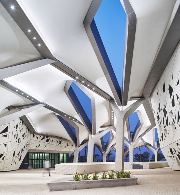 Zaha Hadid projeta edifício futurista no meio do deserto (Foto: Divulgação)