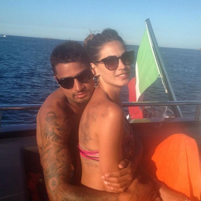 Kevin-Prince Boateng e Melissa Satta na Sardenha (Foto: Reprodução/Instagram)