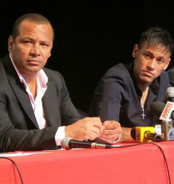 Neymar pai fala do Uniao Mogi (Foto: Lincoln Chaves)
