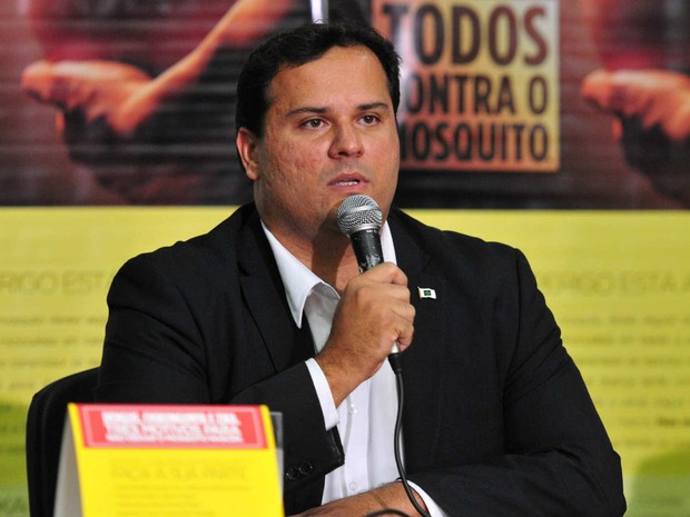 Subsecretário de Vigilância à Saúde, Tiago Coelho, em coletiva sobre as infecções por zika vírus no DF (Foto: GDF/Divulgação)