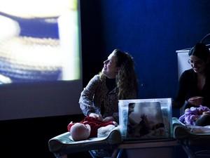 Ambiente é preparado para dar conforto aos bebês (Foto: Cinematerna/Divulgação)