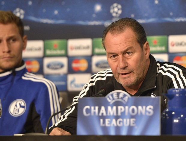 Huub Stevens, Schalke 04 Agência AP (Foto: Agência AP)