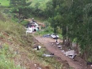 Ônibus caiu de ribanceira em Alfredo Wagner (Foto: Batalhão de Operações Aéreas/Divulgação)