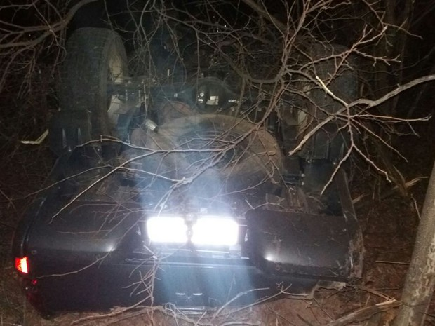 Acidente ocorreu no final da noite de quarta-feira (31) (Foto: Jadiel Luiz/ Blog do Sigi Vilares)