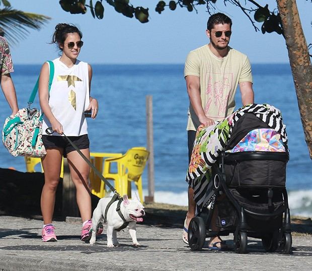 Yanna Lavigne e Bruno Gissoni com a filha, Madalena (Foto: Agnews)