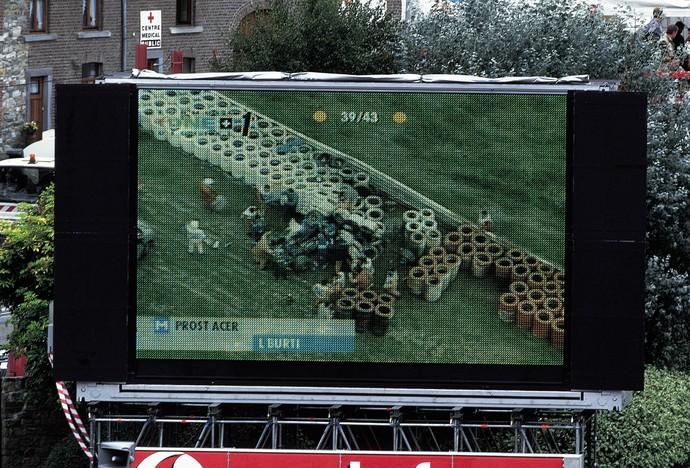 Acidente de Luciano Burti no GP da Bélgica de 2001 (Foto: Getty Images)