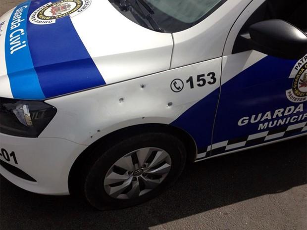 Tiros atingiram veículo da Guarda Municipal de Mogi Mirim (Foto: Guarda Municipal/Divulgação)