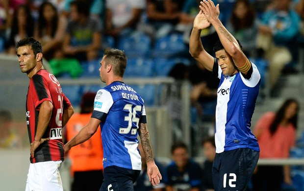 Hulk porto gol olhanense (Foto: Agência AFP)