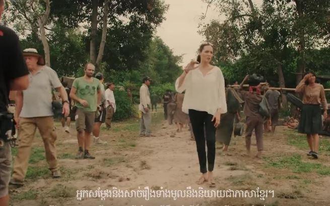 Angelia Jolie em ação no set de filmagens (Foto: Reprodução)