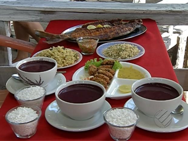 Ilha do Combu Belém Pará Peixe frito com açaí (Foto: Reprodução/TV Liberal)
