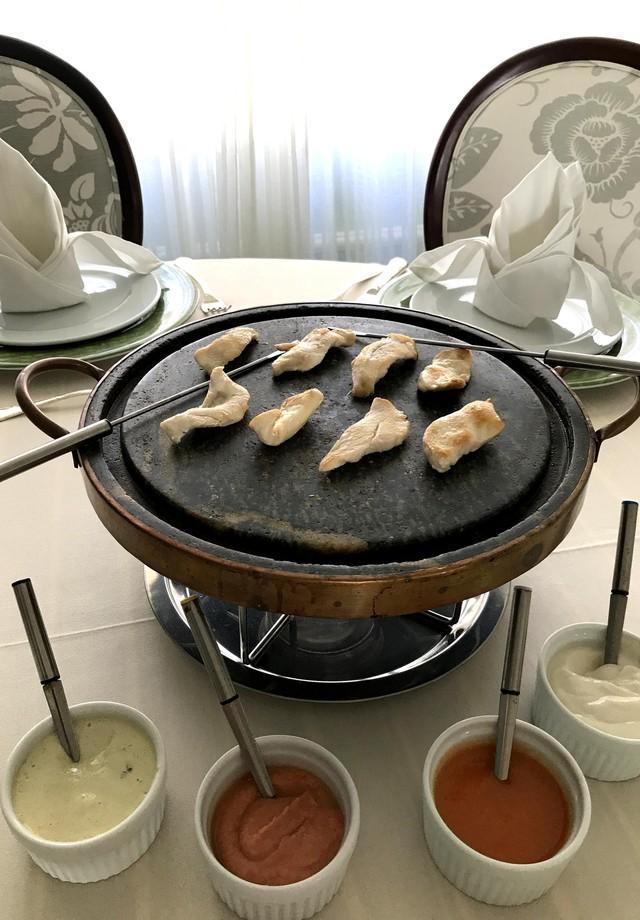 Fondue de frango com molho de cebola (Foto: Divulgação)