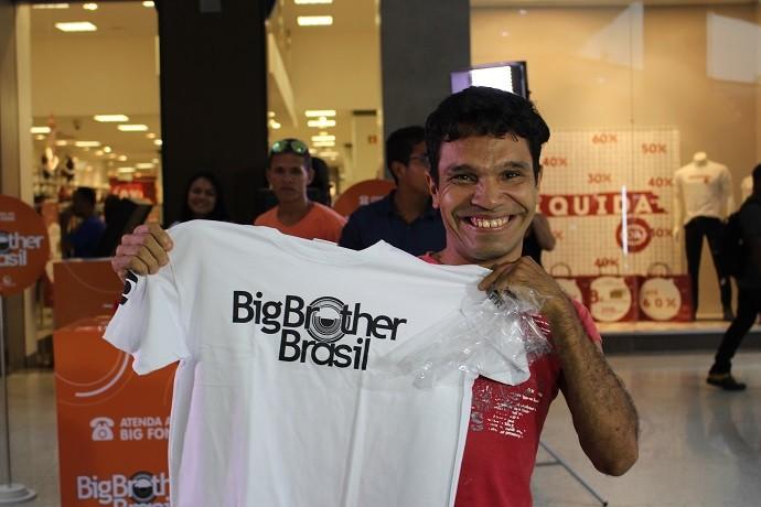 Sortudo que ganhou brinde exclusivo do BBB17 (Foto: Yohan Simões)