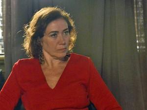 Marta conta o que descobriu com Bruna (Foto: Ellen Soares/ Gshow)