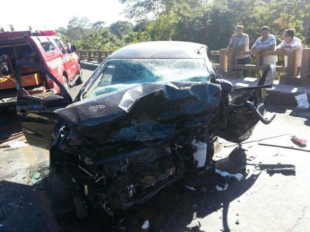 VW Gol teria causado colisão ao invadir o outro sentido da pista, em Cristalina, Goiás (Foto: Reprodução/ Polícia Rodoviária Federal)