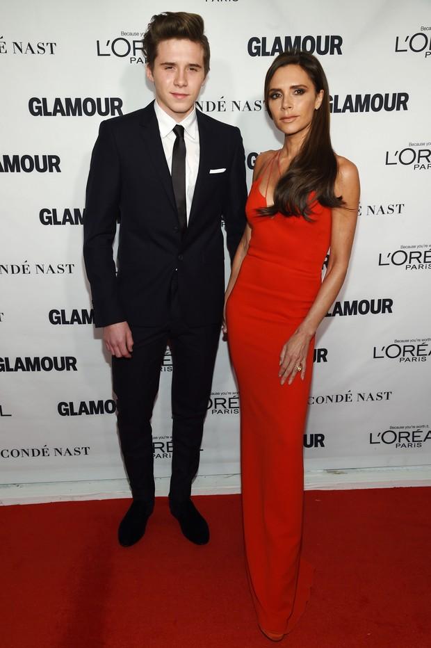 Brooklyn Beckham e Victoria Beckham em premiação em Nova York, nos Estados Unidos (Foto: Dimitrios Kambouris/ Getty Images/ AFP)