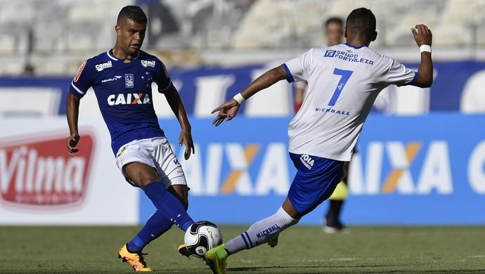 Alisson, Cruzeiro x URT (Foto: Douglas Magno)