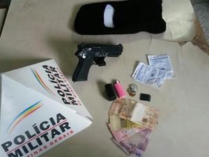 Materiais apreendidos pela PM em Pitangui (Foto: PM/Divulgação)