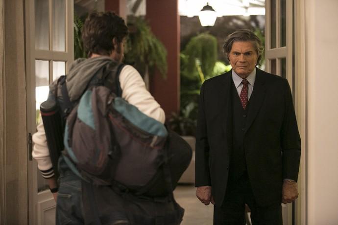 Pedro faz as malas e sofre com a partida (Foto: Raphael Dias/Gshow)