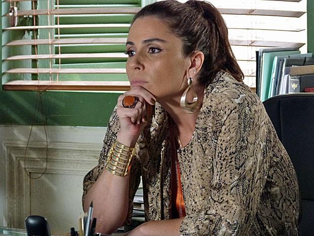 Helô decide ouvir Wanda e Russo (Foto: Salve Jorge/TV Globo)