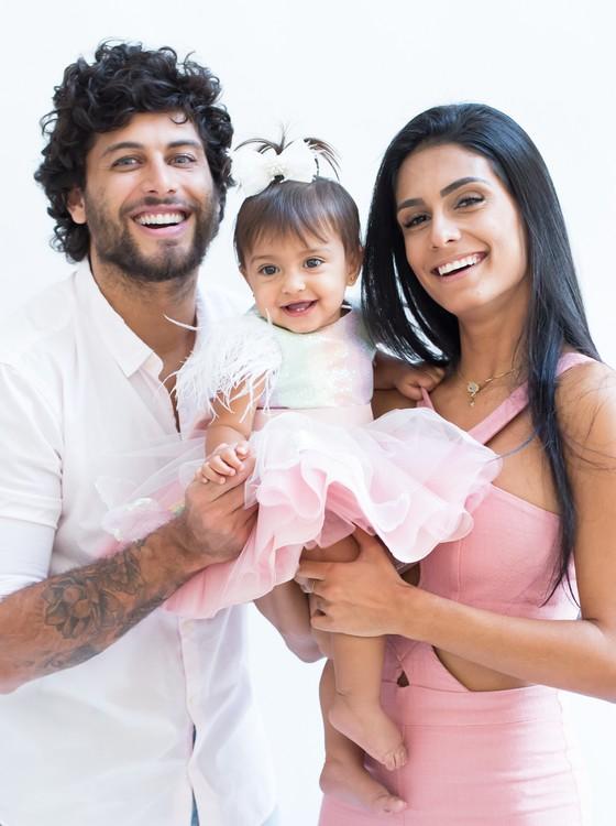 Jesus Luz, Malena e Carol Ramiro: casal fará festança para a herdeira no fim de semana (Foto: Thalita Castanha)