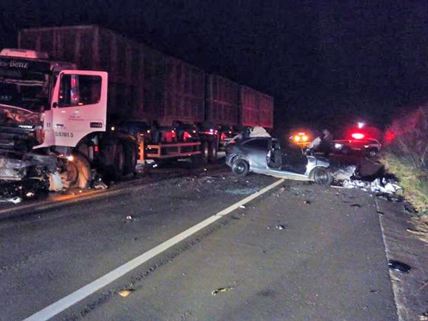 09f340e889 Acidente ocorreu na noite desta quinta-feira (5) (Foto: Ermenson Rodrigues