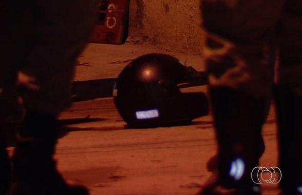 Jovem disse que matou o pai com golpes de capacete em Goiânia, Goiás (Foto: Reprodução/ TV Anhanguera)