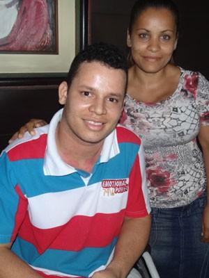 Reginaldo Filho e sua esposa, no Recife (Foto: Katherine Coutinho / G1)