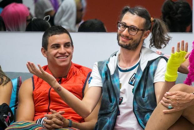 Manoel Rafaski e Pedro Falcão no confinamento do BBB 17 (Foto: Globo/Paulo Belote)