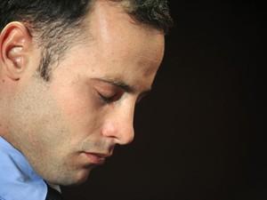 Pistorius é acusado de ter matado a namorada Reeva Steenkamp (Foto: Alexander Joe/AFP)