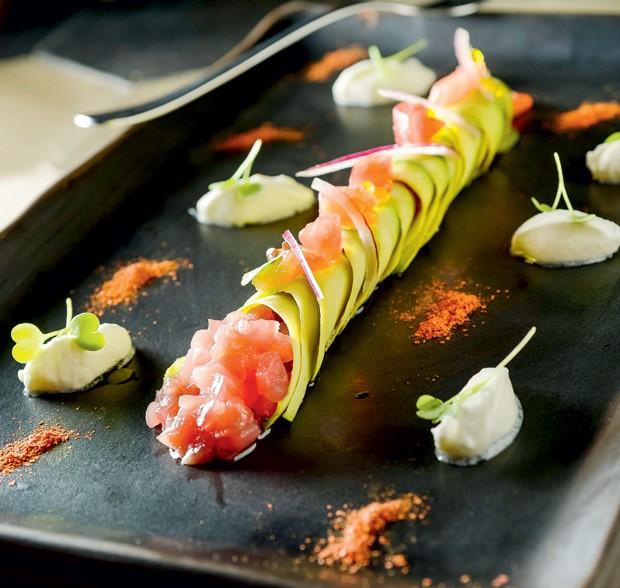 Cannelloni de avocado recheado de atum (Foto: Tadeu Brunelli / Divulgação)