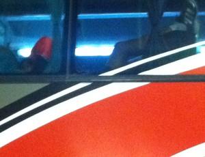 Lúcio no ônibus (Foto: Carlos Augusto Ferrari)