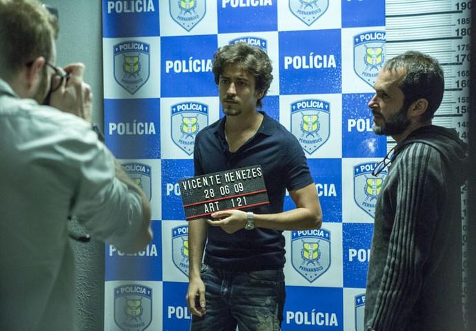 José Luiz Villamarim orienta Jesuíta Barbosa em cena marcante do primeiro capítulo (Foto: Ellen Soares/Gshow)