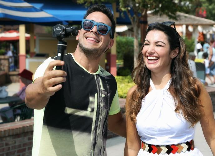 Patrícia Poeta e André Marques nas gravações no Disney Springs, na Flórida (Foto: Gregg Newton/ Divulgação)