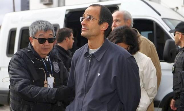 Marcelo Odebrecht, presidente da empresa, ao ser preso: Odebrecht diz que contratos são transparentes (Foto: Geraldo Bubniak)