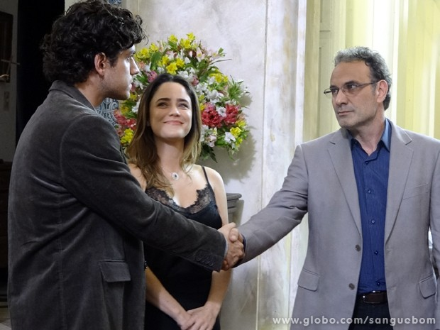 Bento e Wilson dão aperto de mãos (Foto: Sangue Bom / TV Globo)