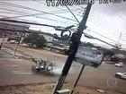 Motoqueiro ferido após colisão entre veículos não era habilitado, diz polícia